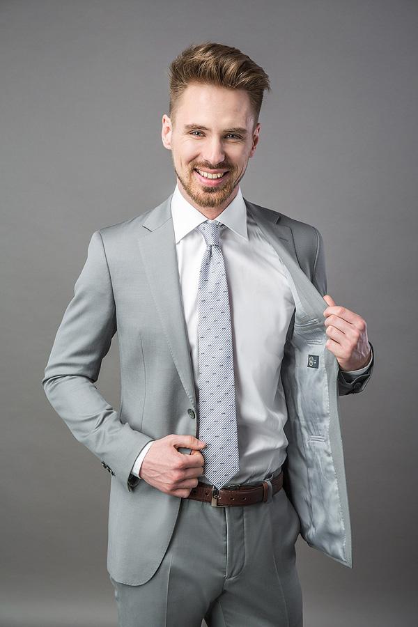 f41dab711e8 Выбираем цвет костюма  правила и тенденции в мужской моде - Блог ...